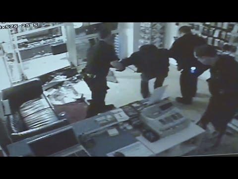 Überwachungsvideo: Einbrecher auf frischer Tat ertappt