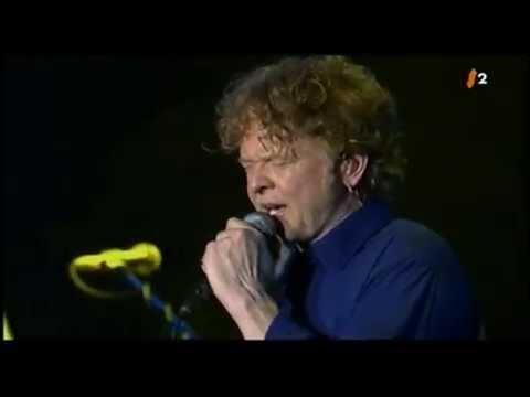 Mick Hucknall (Simply Red) - Poverty  (Live)