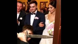 Брат невесты не пропускает жениха / Интересные армянские традиции / Армянская свадьба 2018