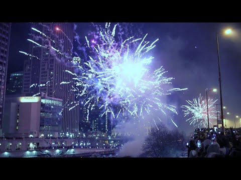 Thumbnail image for 'Chicago New Year 2020 Fireworks on Michigan Ave.'