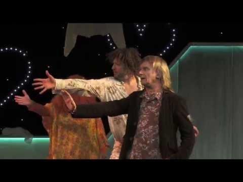 """""""Falling in Love"""" von Stephan Benson Theater Kanton Zürich"""