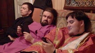 Другая церковь. Пьяные священники. Роскошь, алкоголь, машины.