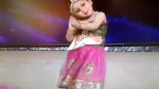 LITTLE GIRL DANCE