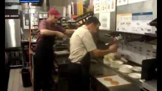 Как готовят в McDonalds  Секреты приготовления быстрой еды fast food(, 2015-06-15T09:28:12.000Z)