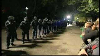 Stuttgart21 - Agressiver Polizeieinsatz gegen den Bürger ( u.a. Kinder, Senioren, Frauen )