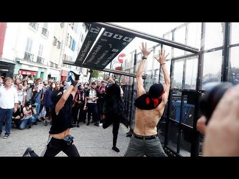 شاهد: اشتباكات بين الشرطة الفرنسية ومحتجين على هامش قمة مجموعة السبع …  - نشر قبل 8 ساعة