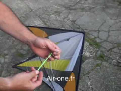 fixer les lignes sur un cerf volant avec le noeud d. Black Bedroom Furniture Sets. Home Design Ideas