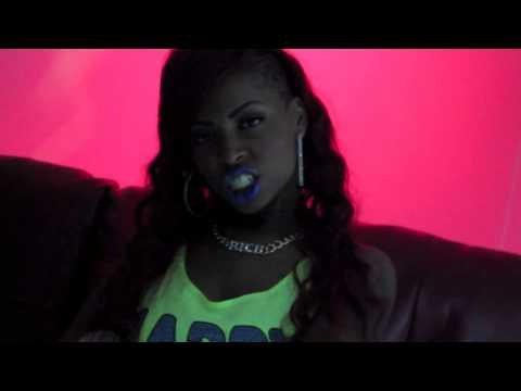 Nina RoSS Da BoSS - Pour It Up (Remix)