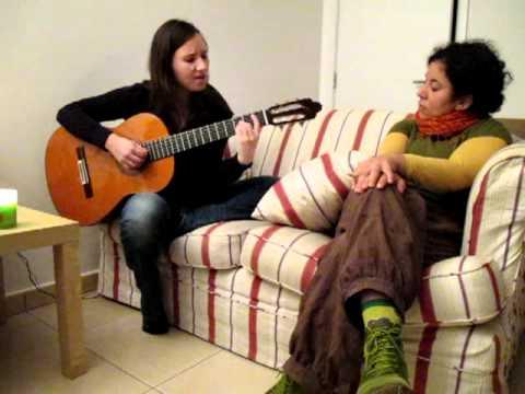 Aïcha Turan chante une chanson de Turquie (Louvain-la-Neuve, 14/07/2011)