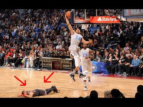 Steph Curry lays down during NBA All Star Game so he doesn