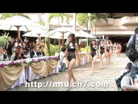 Miss Thailand Universe 2010 โชว์ชุดว่ายน้ำต่อสื่อมวลชน