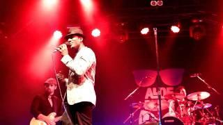 "Aloe Blacc ""You make me smile"" Live in London on 10/07/11"