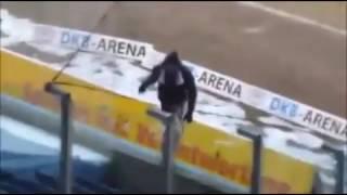 Fahnenklau! Rostock klaut Bielefeld Fahnen..