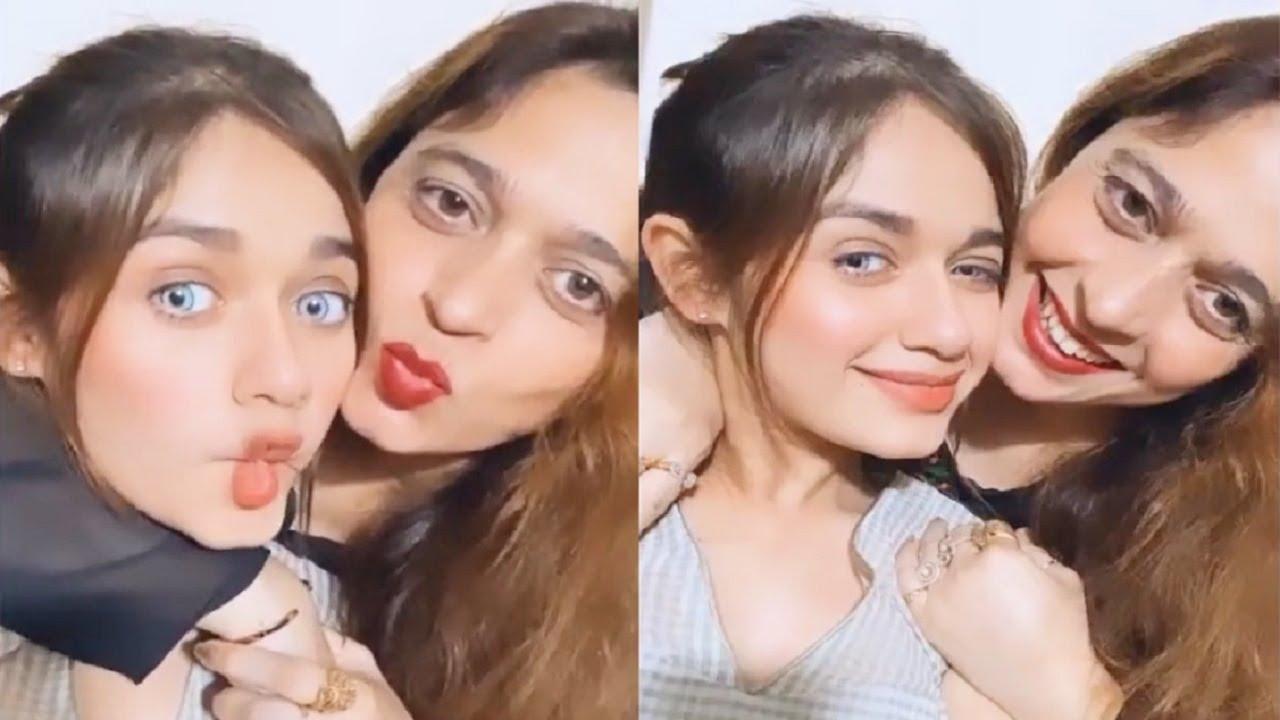Jannat Zubair CUTEST Moment As Her Mom Nazeen Rahmani HUGS Her