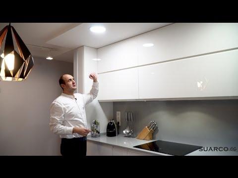 Video de cocinas peque as modernas con mesa comedor sin for Muebles de cocina suarco