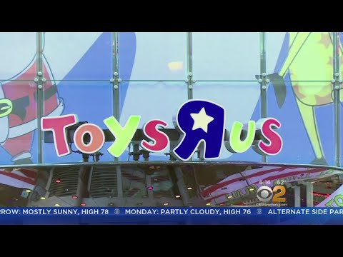 Toys R Us Opens Temporary Store In Times Square
