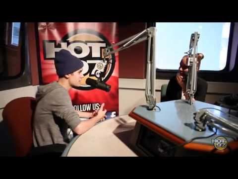 Justin Bieber rapping to some Biggie & TuPac on The Angie Martinez
