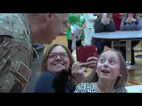 Sailor surprises daughter at Putnam County elementary school