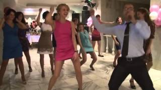 Зажигательный танец на свадьбе