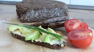 Gesundes getreidefreies veganes basisches Brot backen