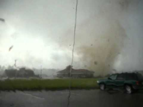 Video by Steven Hoag: Wilson NC Tornado AS IT HITS WALGREENS