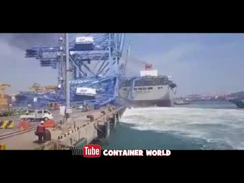 Big Ship Crashes into new Gantry cranes. DISASTER!