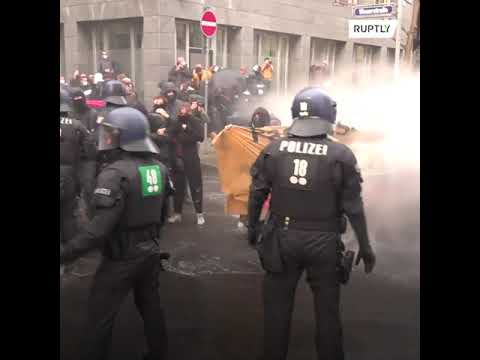 Tensions rise as Antifa activists try to block anti-lockdown march in Frankfurt