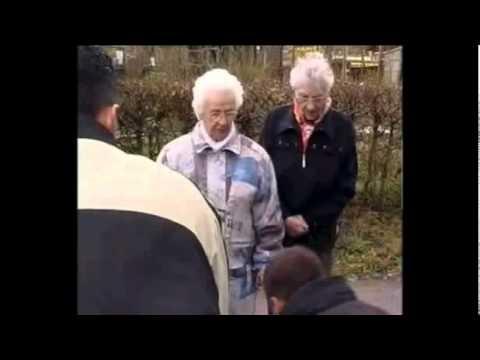 Die Oma Gang Du Penner - YouTube