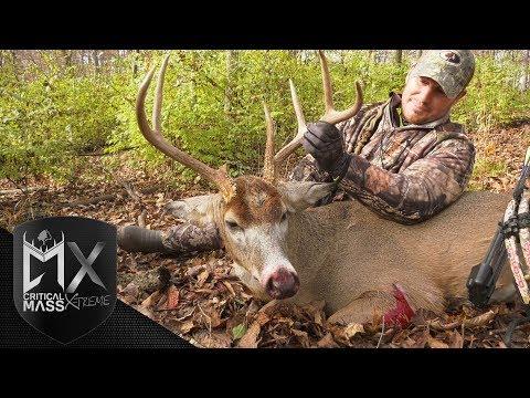 Steve Frantz Tags an Ancient Illinois Buck! - Critical Mass Xtreme
