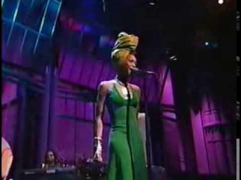 Erykah Badu - On and On [4-7-97]
