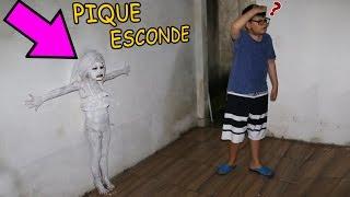 ESCONDE-ESCONDE - VALENTINA COM DISFARCE DE PAREDE