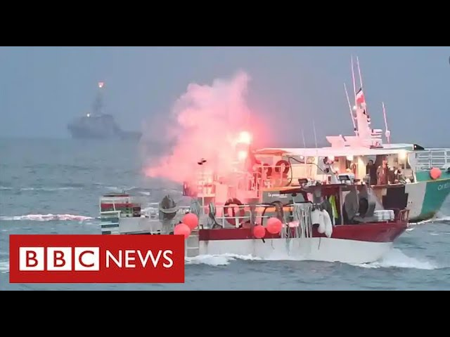 Dozens of French boats protest off Jersey in row with UK over fishing rights - BBC News