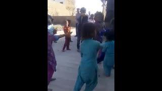vuclip A little girl dancs on sapna song