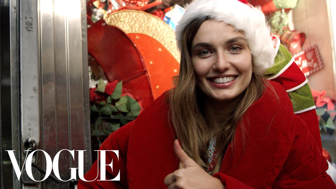 Christmas Model.Model Andreea Diaconu Plays Santa On The Streets Of New York Vogue