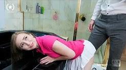 Lynda juega con ella sola en la casa con su cuñado (Short Film)