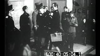Roma - Il Duce consegna ai Moschettieri le decorazioni al valor militare. Rodi - Il Governatore