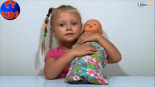 ✔ Nenuco Baby Girl Yaroslava is changing diapers of a Doll. Ярослава ухаживает за Куклой. Серия 46 ✔
