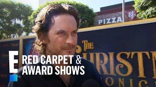 Oliver Hudson Gushes Over Kurt Russell as Santa Claus | E! Red Carpet & Award Shows thumbnail