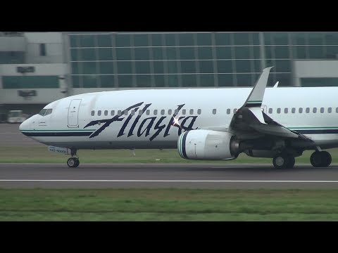 Alaska Airlines 737-900ER [N440AS] Takeoff Portland Airport (PDX)