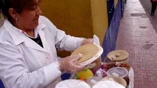 Mujer Preparando Obleas Colombianas En Bogotá (Woman Preparing Colombian Obleas In Bogotá)