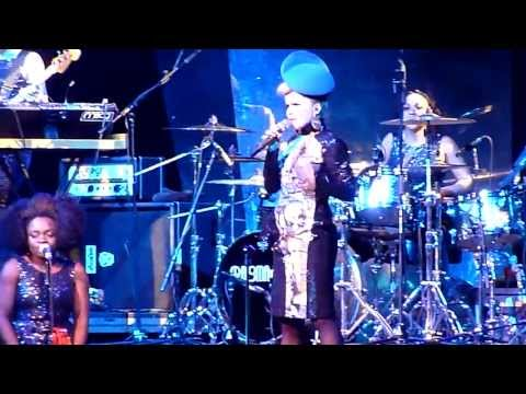 Paloma Faith - Love Only Leaves You Lonely (Live at the Liverpool Empire) [Cut Short] mp3