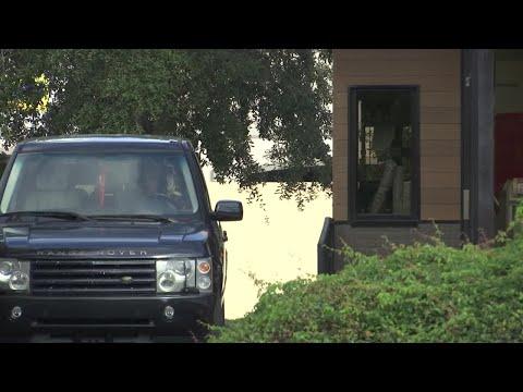 Super Martinez - Hombre de Florida Encuentra Cucaracha en Whopper