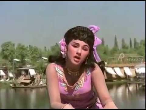 MGR Classic song   Ninaithathai Mudippavan   Oruvar Meethu Song