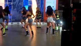 Ruby Gonzalez bailando reggaeton