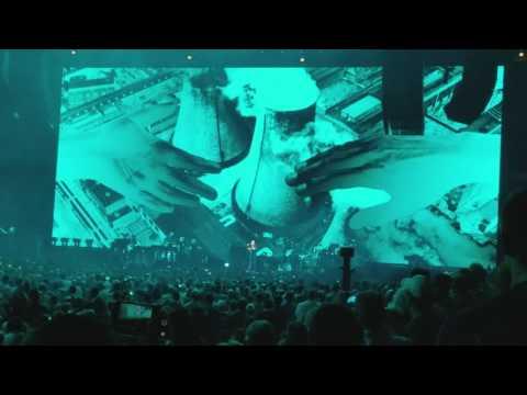Roger Waters & Eddie Vedder - Comfortably Numb - United Center 7/23/17