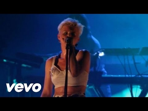 Robyn - Dancing On My Own (Live From The Trocadero)