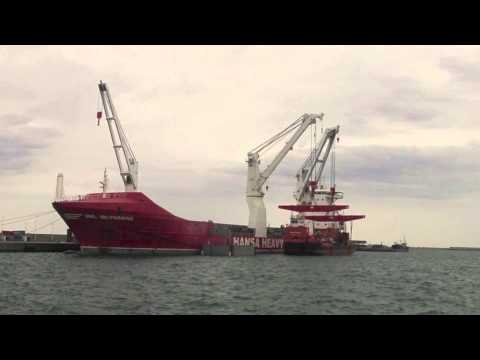 Dredger Pat-M being lifted by 'HHL VALPARAISO' from Hansa Heavy Lift