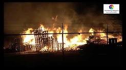 Brunsum / NL: Brennt Palettenlager in voller Ausdehnung