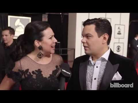Robert & Kristen Anderson-Lopez: The 2015 GRAMMYs Red Carpet