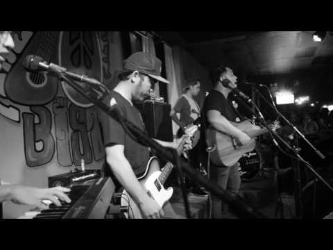 December Avenue - Sa Ngalan ng Pag-ibig (Live @ 70s Bistro - 07/30/2017)